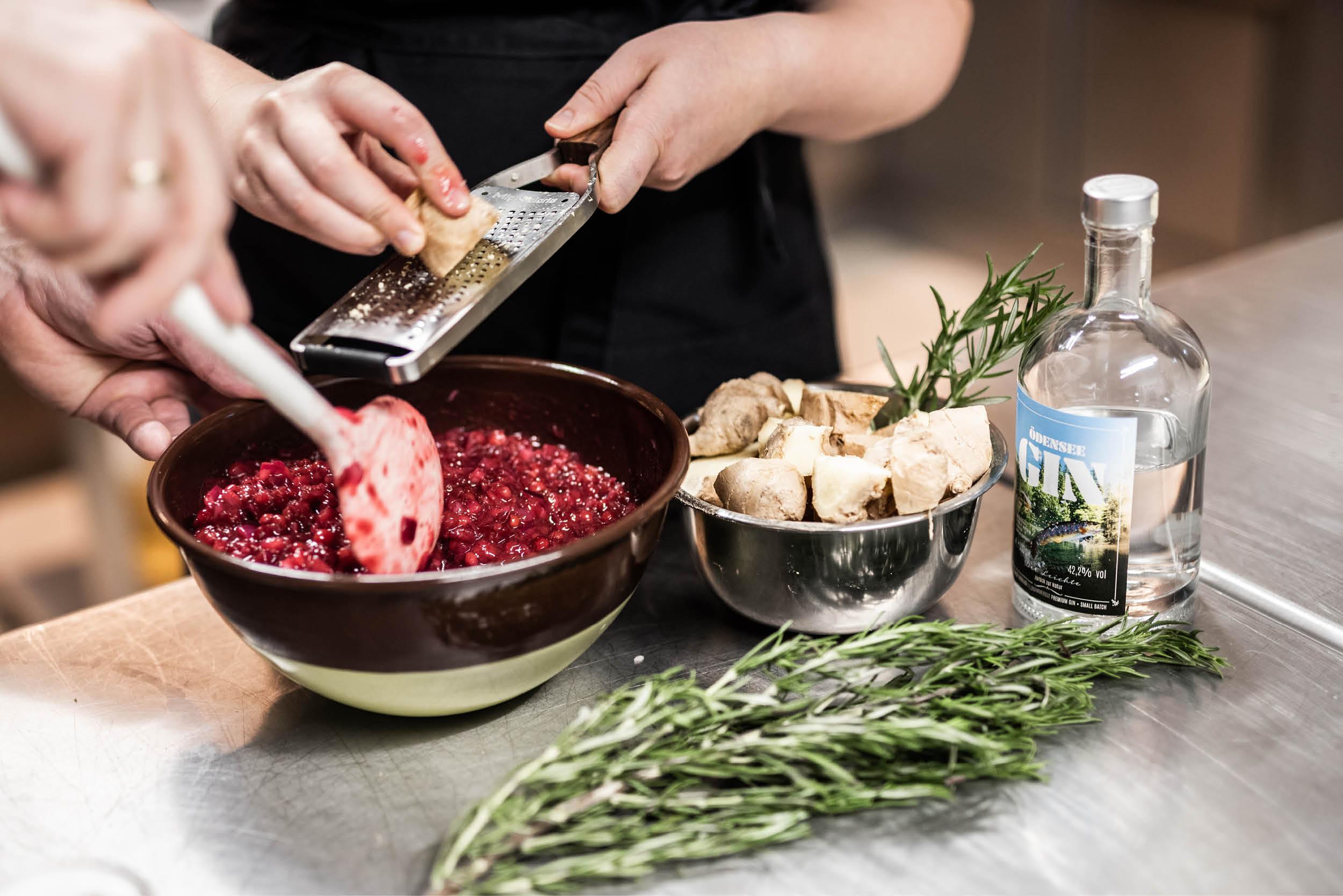 Produkte werden in der Genusswerkstatt der Kohlröserlhütte mit Liebe verarbeitet.