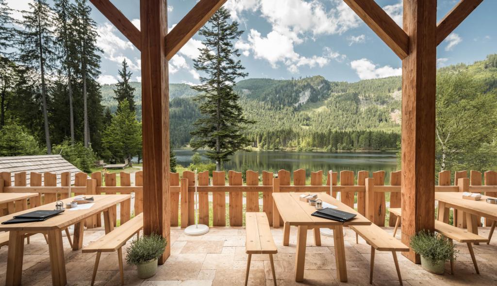 Ausblick auf den Ödensee von der Terrasse der Kohlröserlhütte.