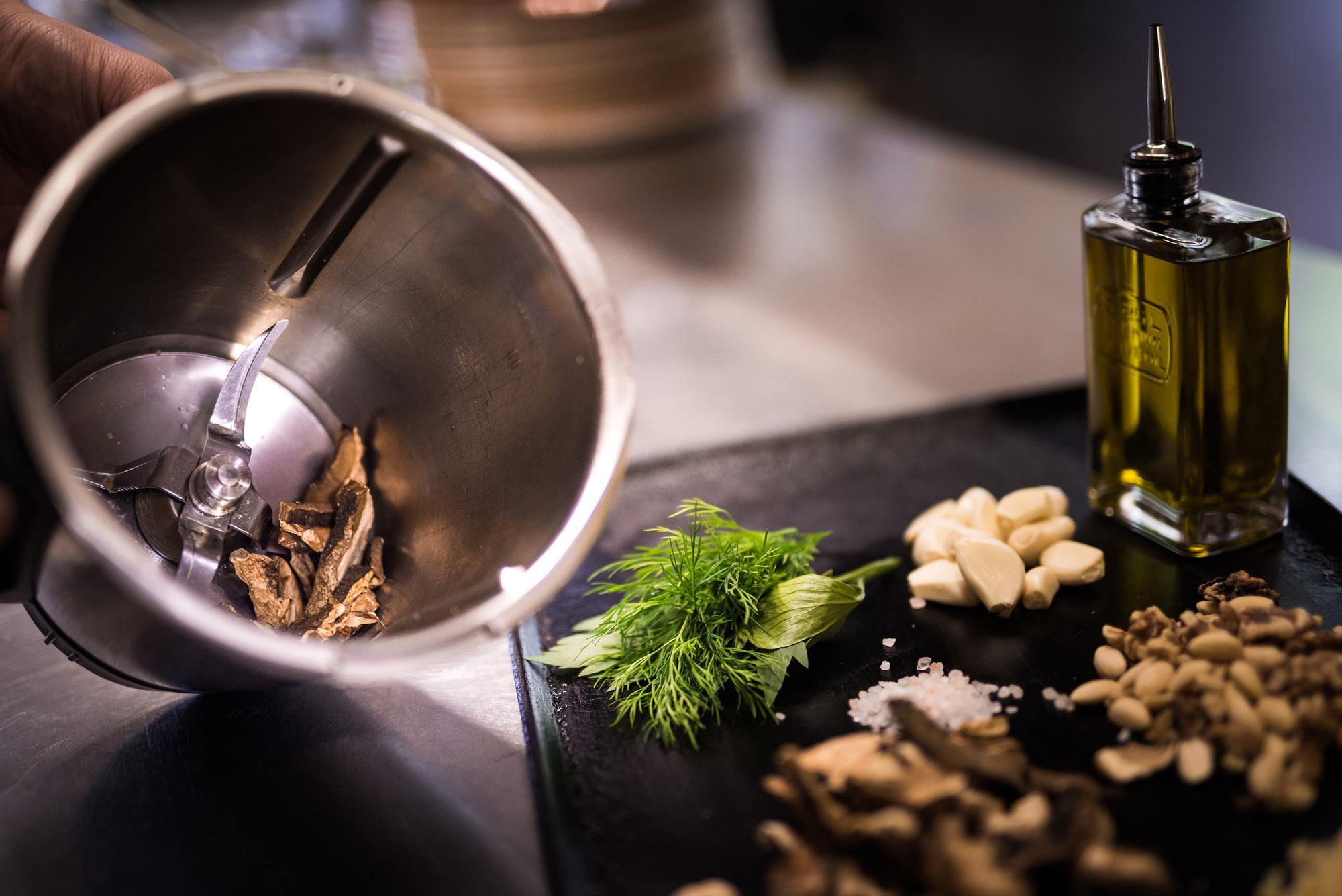 Frische Zutaten für die Pestos